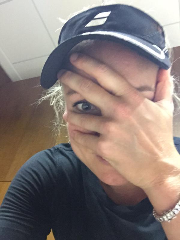 Бетани Маттек-Сэндс рассказала, что она и Эжени Бушар ударили своих партнёров по голове (Майка Брайана и Макса Мирного) во время микста