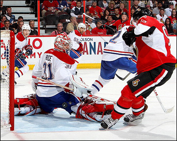 """7 мая 2013 года. Оттава. Плей-офф НХЛ. 1/8 финала. Матч № 4. """"Оттава"""" — """"Монреаль"""" — 3:2 (ОТ). Джарред Тинорди прозевал на пятачке Мику Зибанеджада"""