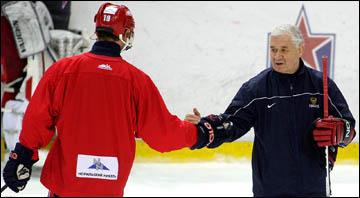 Владимир Юрзинов (справа) с Алексеем Яшиным