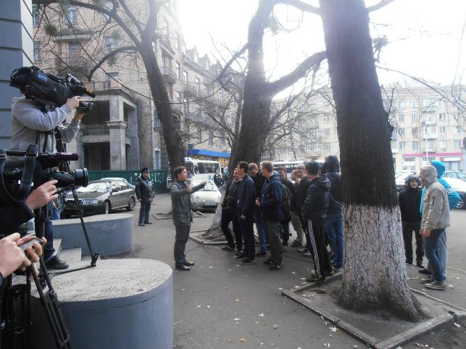 """Болельщики """"Арсенала"""" пытались попасть на встречу к Рабиновичу"""