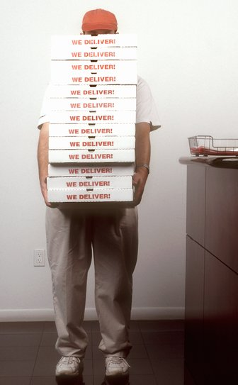 Кому-нибудь еще пиццу?