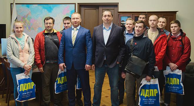 Игорь Лебедев и победители розыгрыша