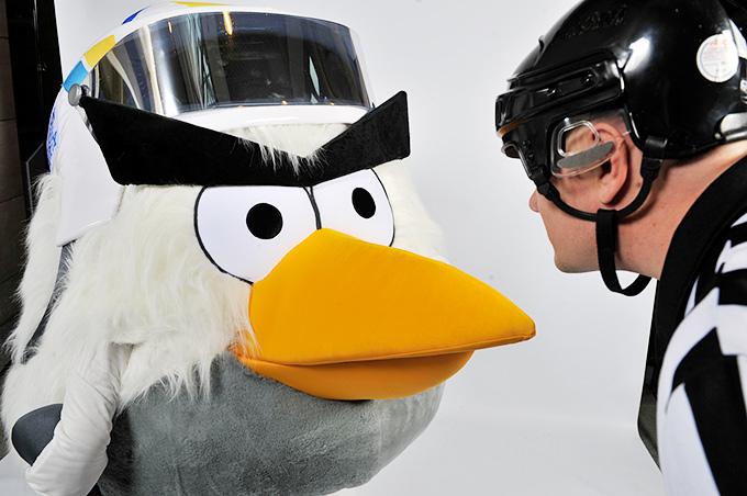 """Финны, принимавшие у себя чемпионат мира по хоккею-2012, специально под это дело """"вылупили"""" специальную хоккейную птичку"""