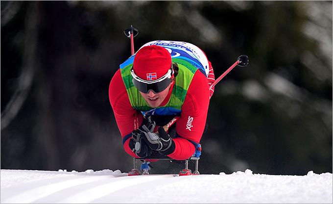Так выглядят соревнования на сидячих лыжах