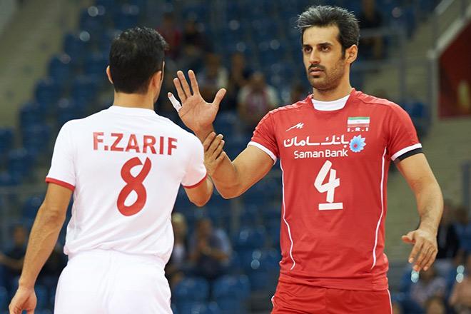 Связующий сборной Ирана Маруф (справа)