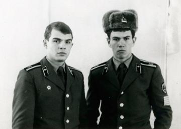 Евгений Дзичковский (справа) оставил службу в армии ради спортивной журналистики в 33 года в чине подполковника