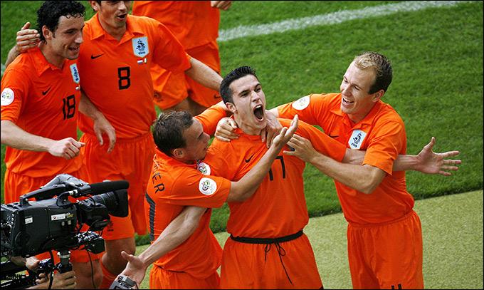 Гол Робина ван Перси принёс Нидерландам победу в решающем матче
