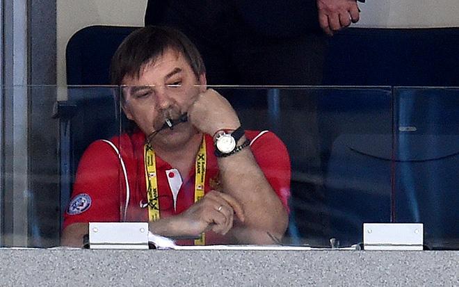 Олег Знарок томится в ложе