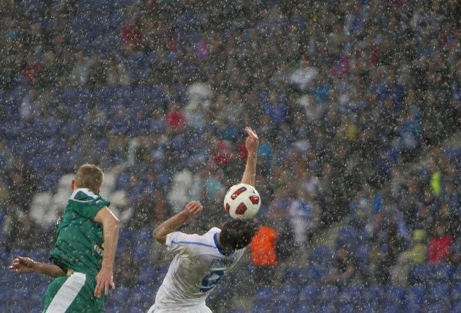 Матч под проливным дождём в Днепропетровске