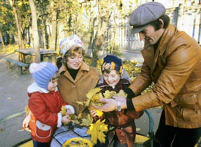 Третьяк женат, унего есть сын Дмитрий, дочь Ирина ивнук Максим