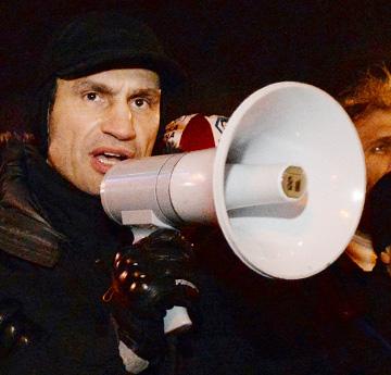 В марте 2006 года Кличко участвовал сразу в трёх гонках: в парламент страны, в киевский городской совет и на пост мэра Киева.