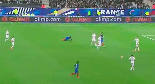 Реклама букмекерской конторы на матче Франция — Россия