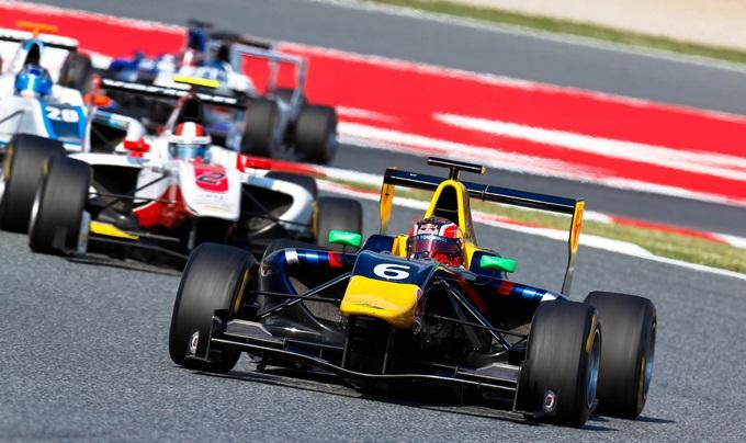 Даниил Квят на этапе GP3 в Барселоне