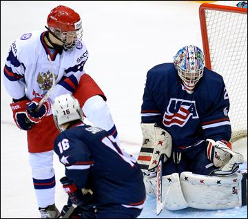Дмитрий Юдин атакует ворота сборной США
