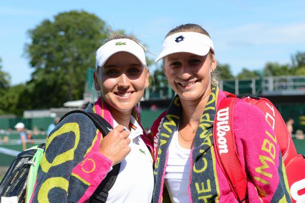Елена Веснина и Екатерина Макарова вышли в четвертьфинал парного разряда.