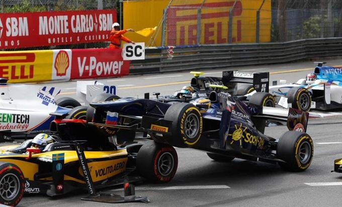 Стартовый завал в первой гонке GP2 в Монако