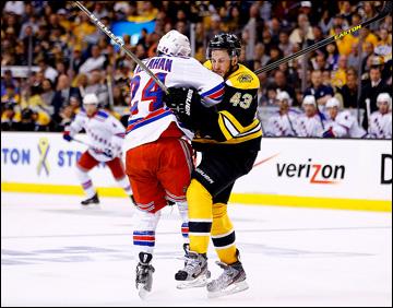 """20 мая 2013 года. Бостон. Плей-офф НХЛ. 1/4 финала. Матч № 2. """"Бостон"""" — """"Рейнджерс"""" — 5:2. Столкновение Райана Кэллахэна и Мэтта Бартковски"""