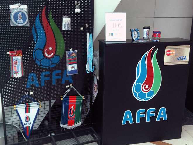 Тот самый стенд с символикой азербайджанского футбола
