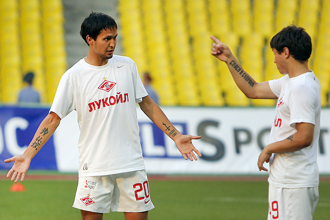 Александр Зотов (слева)