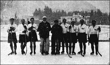 Хоккейная сборная Чехословакии на Олимпиаде-1924. Йозеф Малечек третий слева