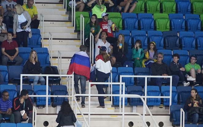 Российский флаг на трибунах