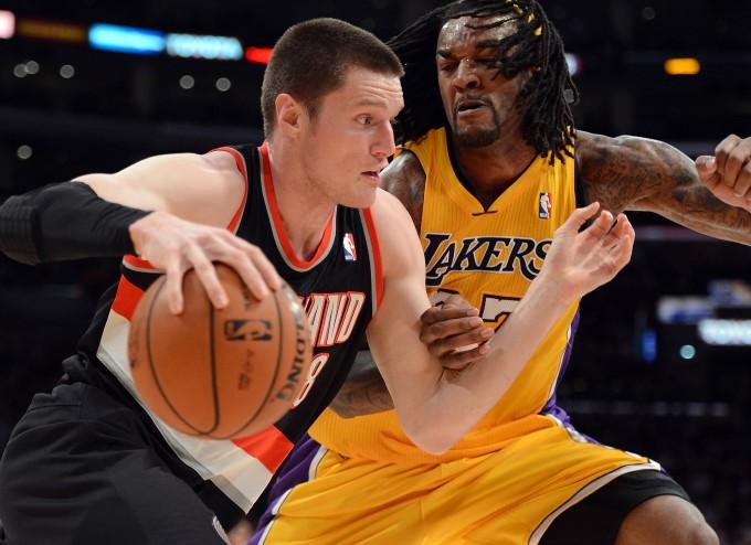 Ещё в прошлом сезоне Люк Бэббит (слева) выступал в НБА