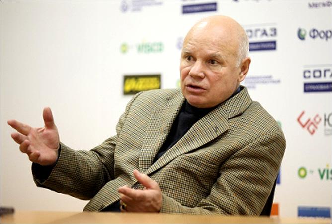 Сергей Алексеевич, а может, тряхнете стариной? Покажете неумехам, как надо работать с детьми?