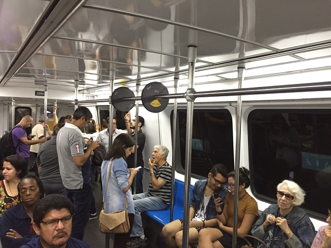 Необычные поручни в бразильском метро