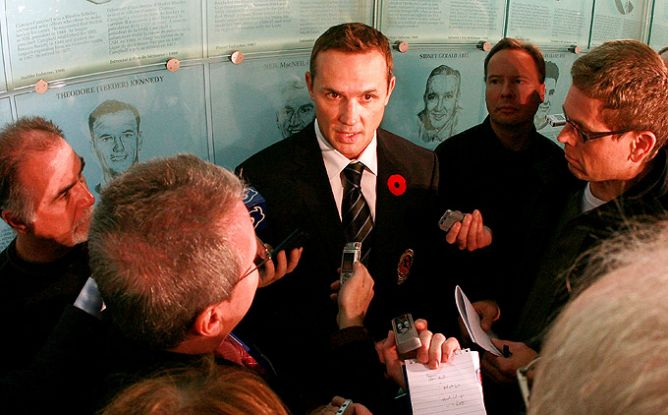 9 ноября 2009 года. Торонто. Стив Айзерман вводится в Зал хоккейной славы НХЛ.