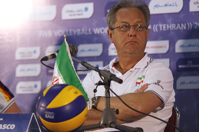 Легендарный Хулио Веласко тренировал Иран в течение нескольких лет
