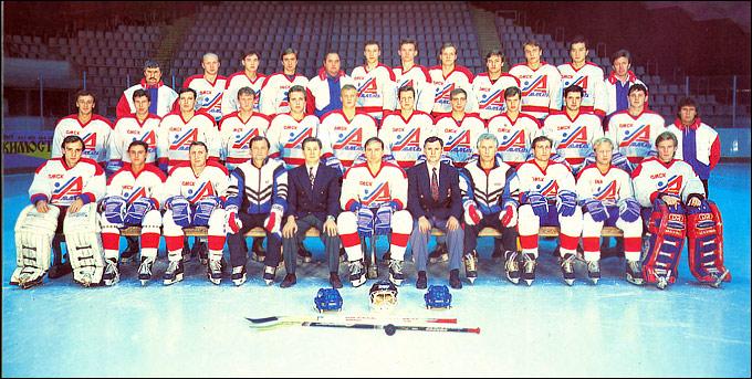 "Омский ""Авангард"" сезона 1994-1995 гг. (в верхнем ряду третий справа Эдуард Дмитриев)"