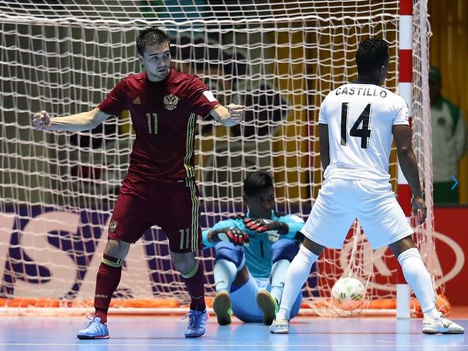 Артём Ниязов, заменивший Робиньо в первой четвёрке, забил в третьем матче подряд