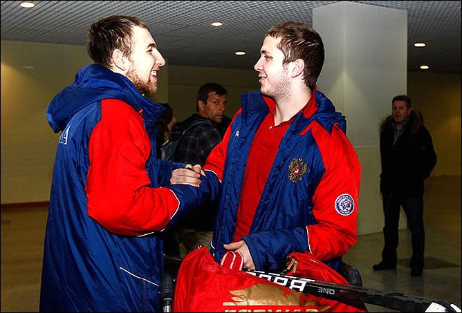 19 ноября 2011 года. Москва, Домодедово. Молодёжная сборная России вернулась из Канады. Никита Нестеров и Никита Кучеров
