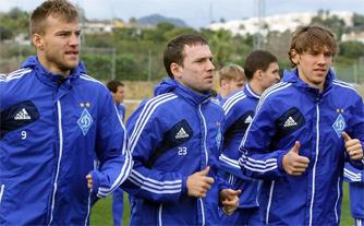 Андрей Богданов (в центре) — новичок сборной