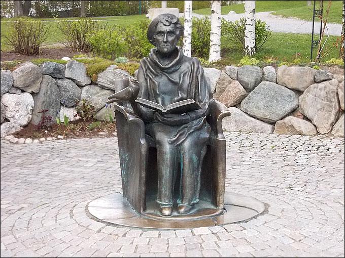 На почётном месте статуя Астрид Линдгрен