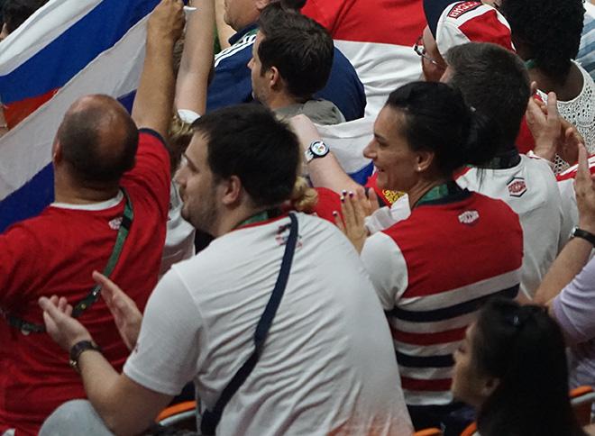 Елена Исинбаева на волейболе