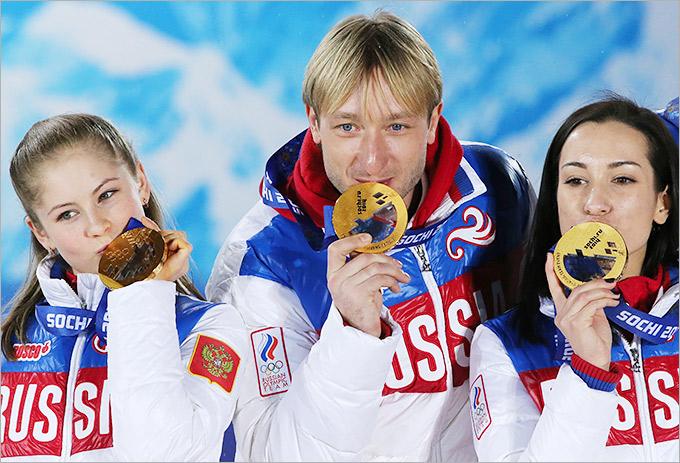 Россияне празднуют командное золото