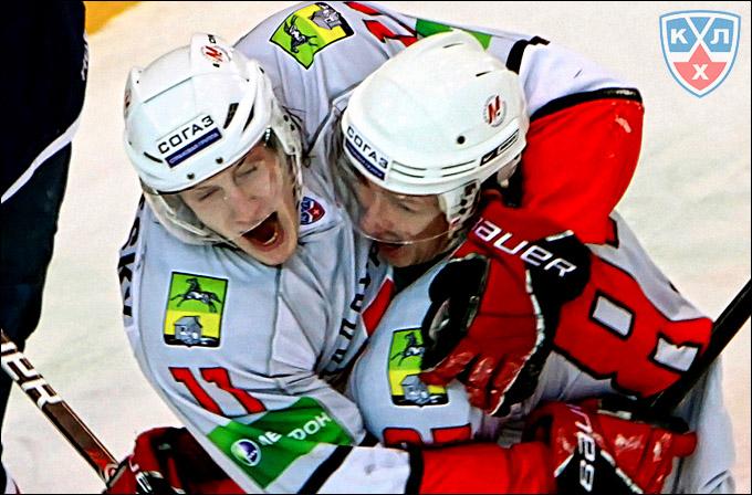 Дмитрий Кагарлицкий (справа)