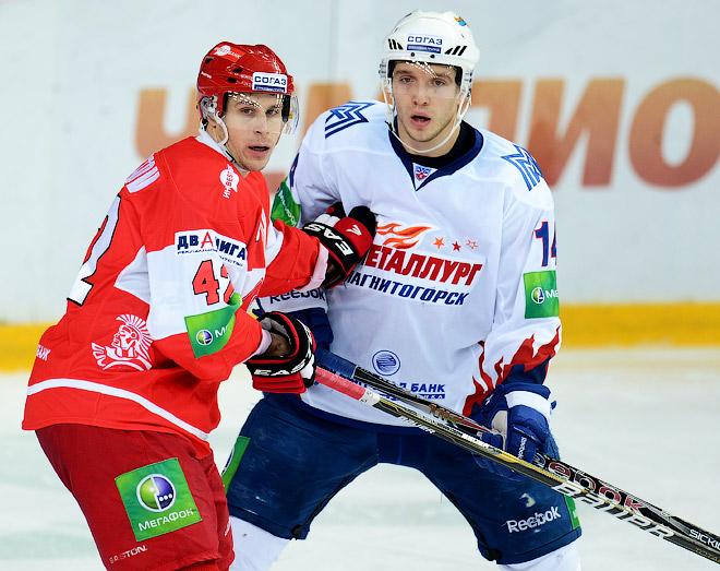 В сезоне-2012/13 Николай Кулёмин выступал за магнитогорский «Металлург»