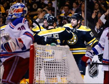 """20 мая 2013 года. Бостон. Плей-офф НХЛ. 1/4 финала. Матч № 2. """"Бостон"""" — """"Рейнджерс"""" — 5:2. Четвертая шайба влетает в гостевые ворота!"""