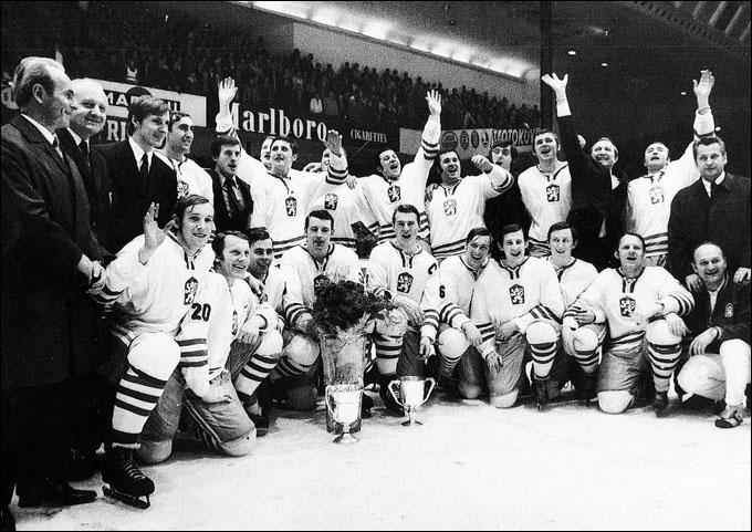 Сборная Чехословакии — чемпион мира 1972 года. Владимир Мартинец в первом ряду третий справа