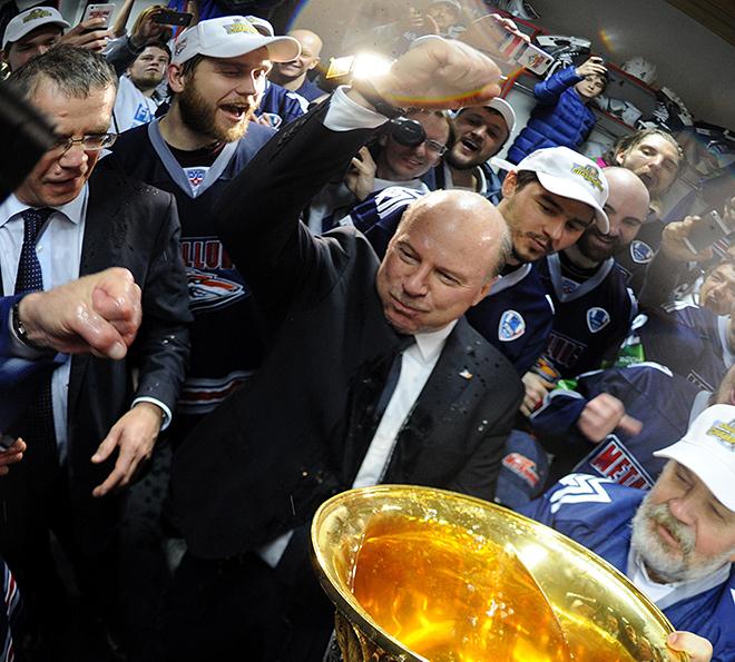 Майк Кинэн — чемпион России и обладатель Кубка Гагарина
