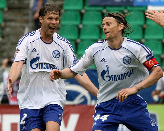 Владислав Радимов и Анатолий Тимощук в матче чемпионата России-2007