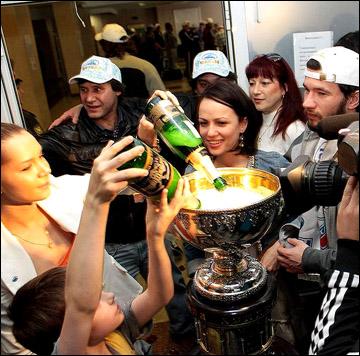 Шампанское из Кубка Гагарина и Братины одинаково вкусное