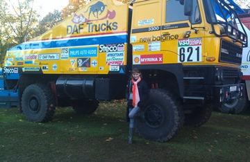 Автор и старый дакаровский грузовик
