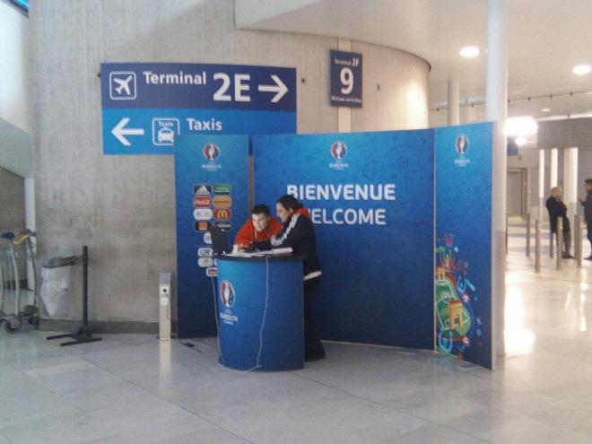 Встреча гостей в аэропорту Парижа