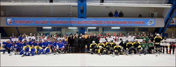 Взяла старт Рабочая хоккейная лига