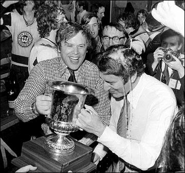 Шампанское из заменителя чемпионского кубка