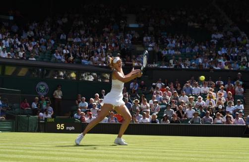 Мария Шарапова уверенно вышла во второй раунд