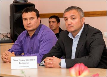 """Старший тренер ХК """"Рязань"""" Олег Барсуков (справа)"""
